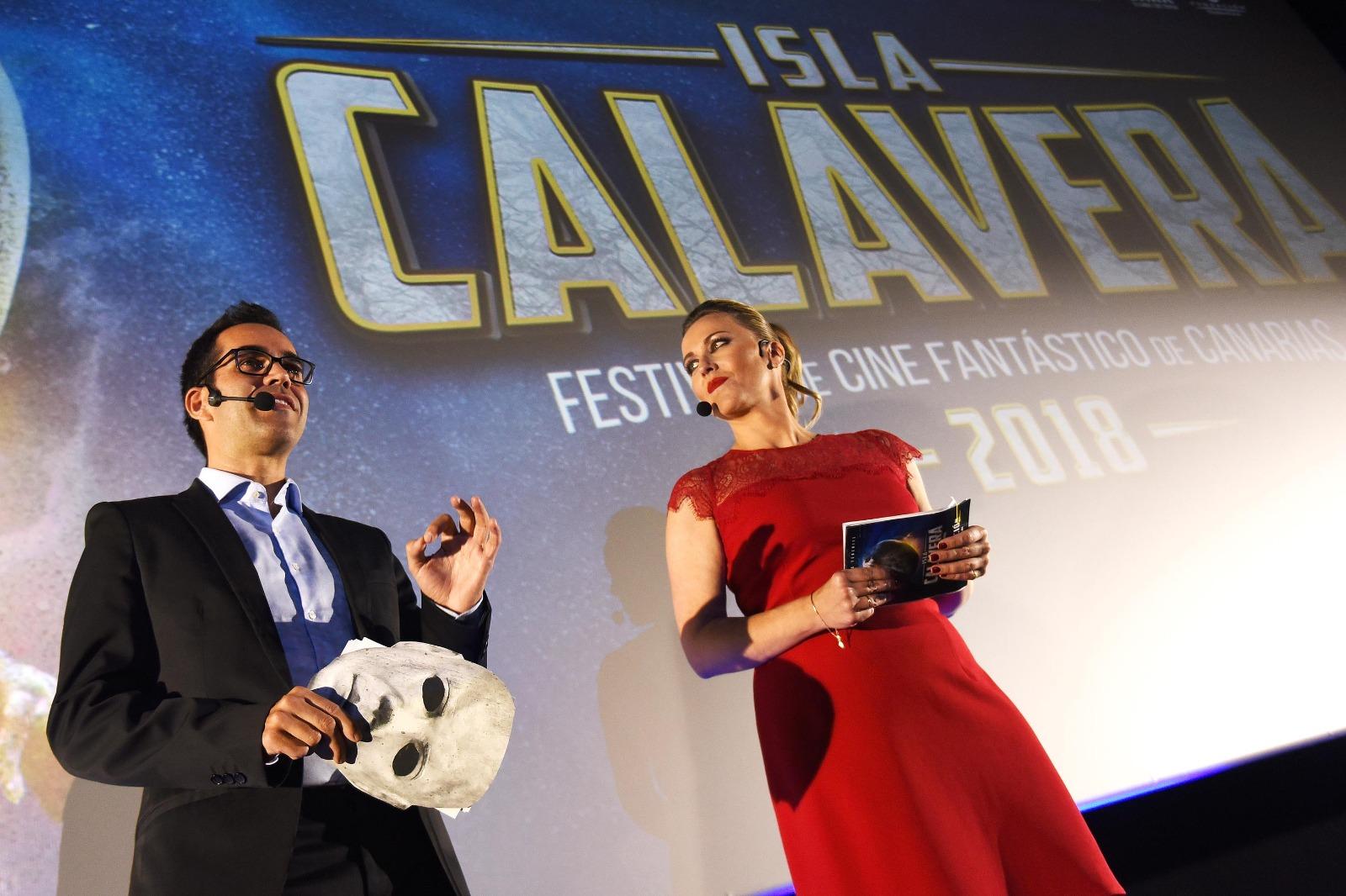 Los presentadores de la Gala de Clausura del Festival Isla Calavera, Miguel Ángel Rodríguez y  Vanesa Bocanegra. | Foto: Sergio Méndez