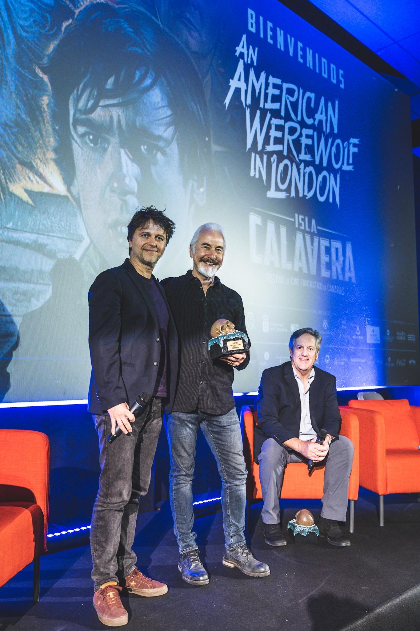 Rick Baker recogió el Premio Isla Calavera de Honor de manos de Juan Carlos Fresnadillo.