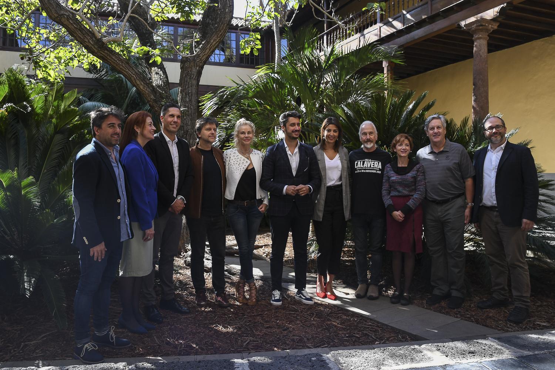 Los invitados de honor del Festival Isla Calavera visitaron la ciudad de La Laguna y su ayuntamiento, de la mano del alcalde Luis Yeray Gutiérrez y la concejala de cultura, Yaiza López Landi.